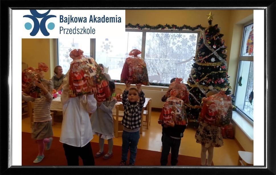 22.12.2018r – Seniorzy z Klubu Aktywnego Seniora z Krakowa świętują Boże Narodzenie razem z przedszkolakami z Bajkowej Akademii z Gdańska.