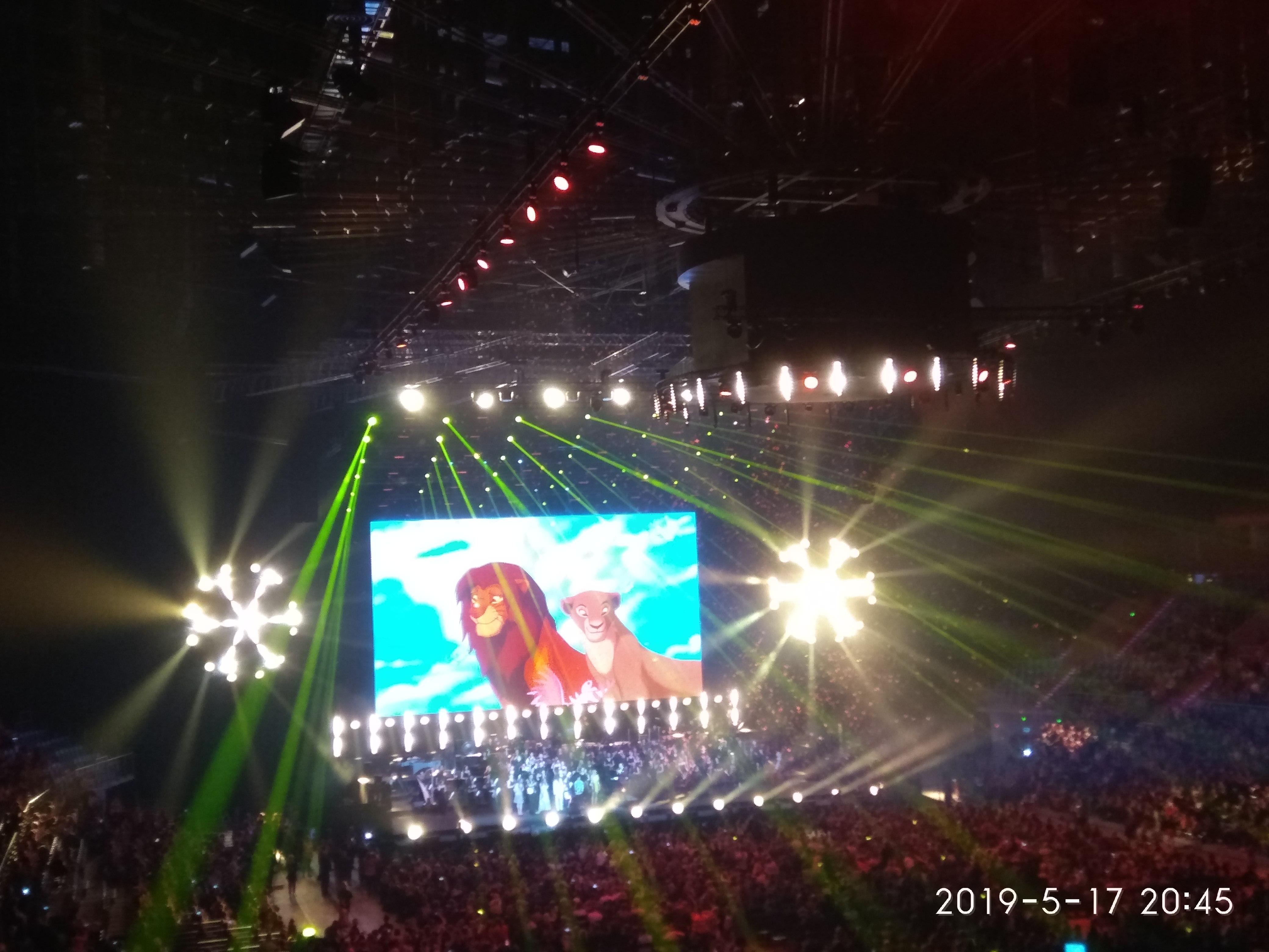 17.05.2019r Seniorzy CAS Geriatrics uczestniczą w Tauron Arenie w Krakowie w koncercie Disneya: Magia muzyki